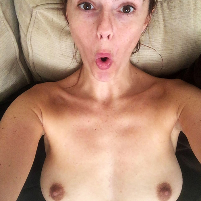 Blonde pic-flix of herself nude
