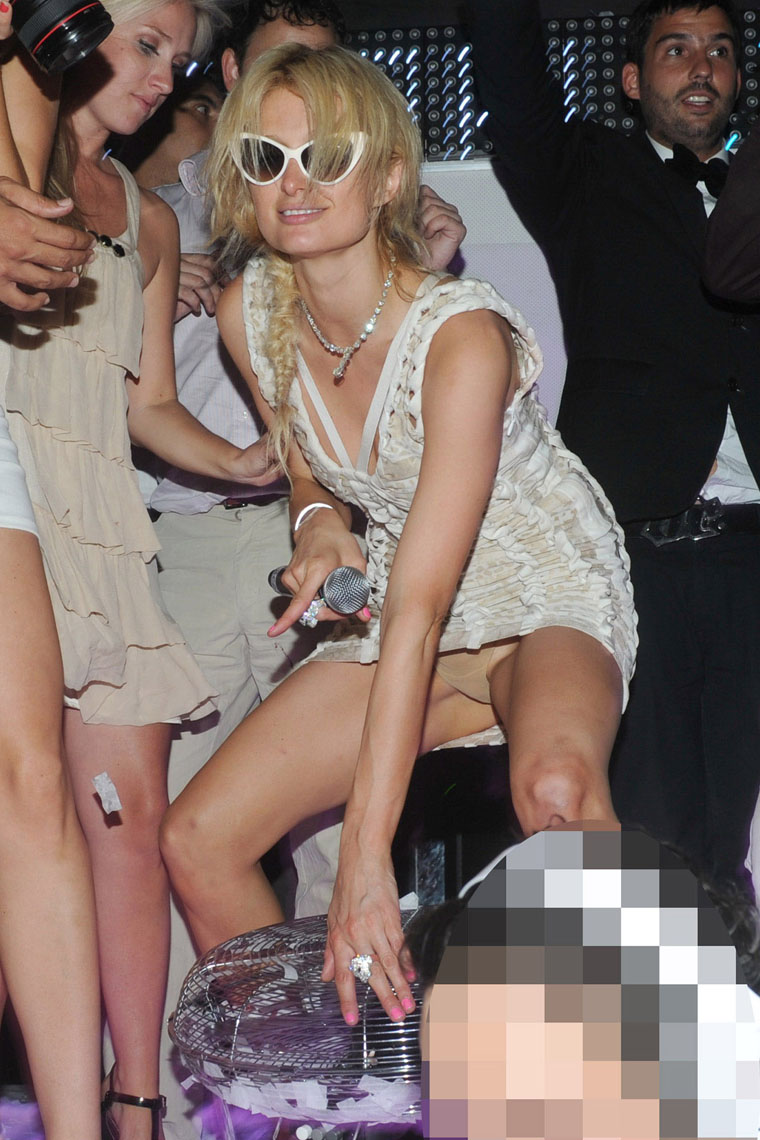 Paris hilton flashing her titties and pantyless vagina