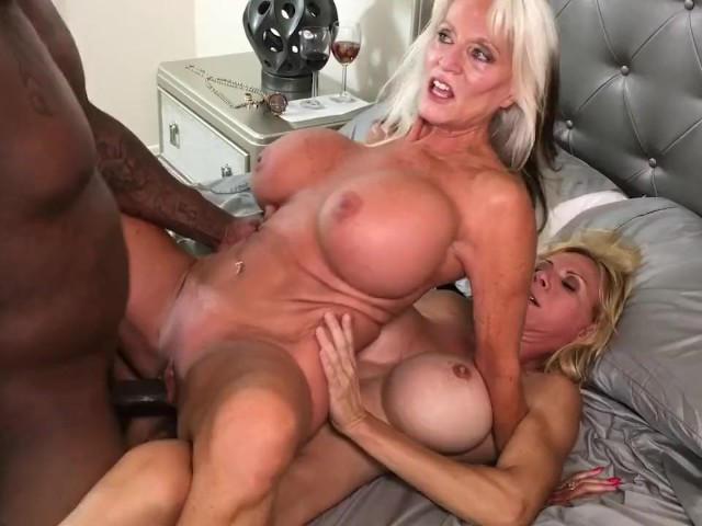 Big pussy lips eaten out