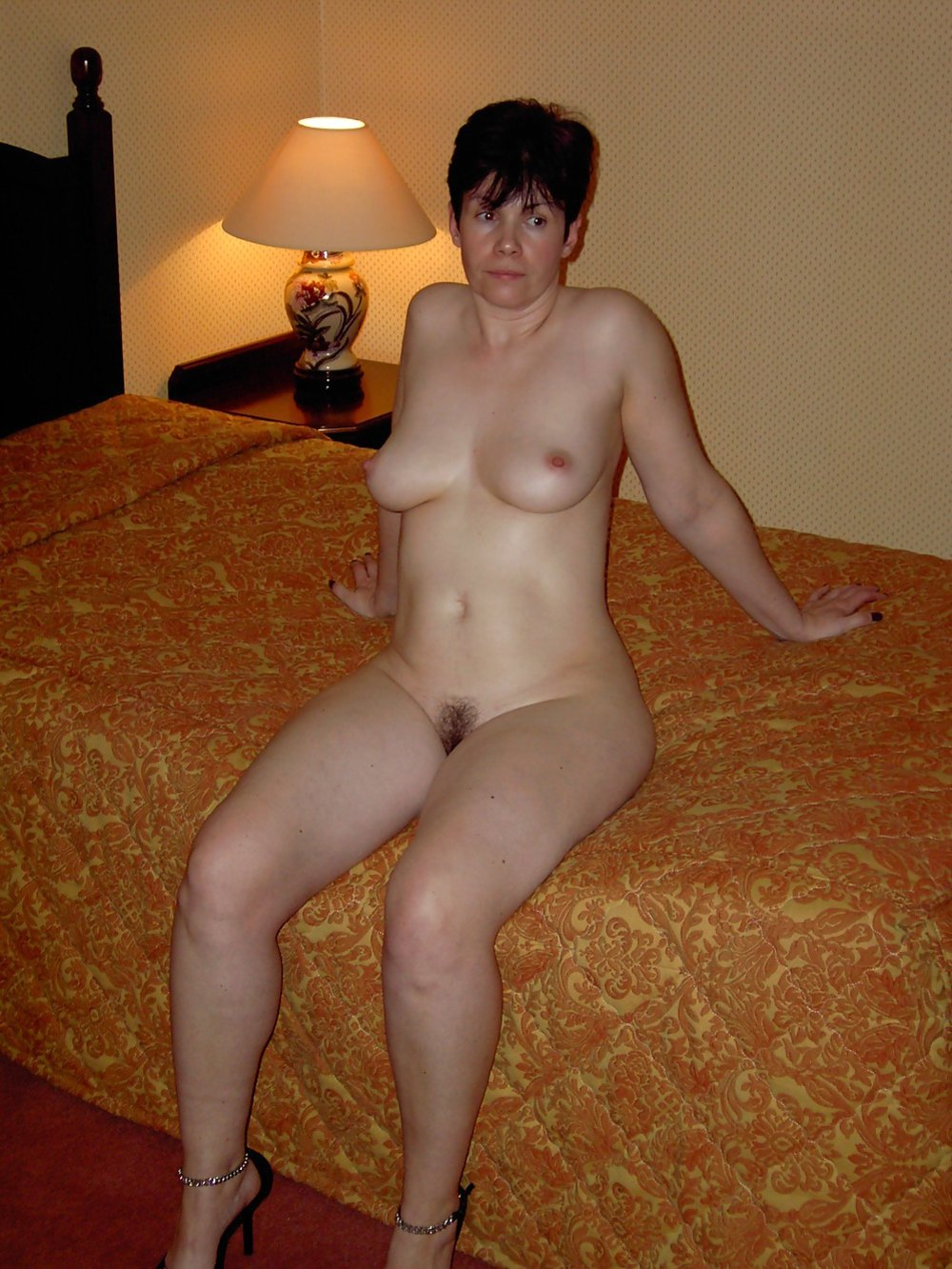 Anyone for a swingin threesome XXX Quality images site